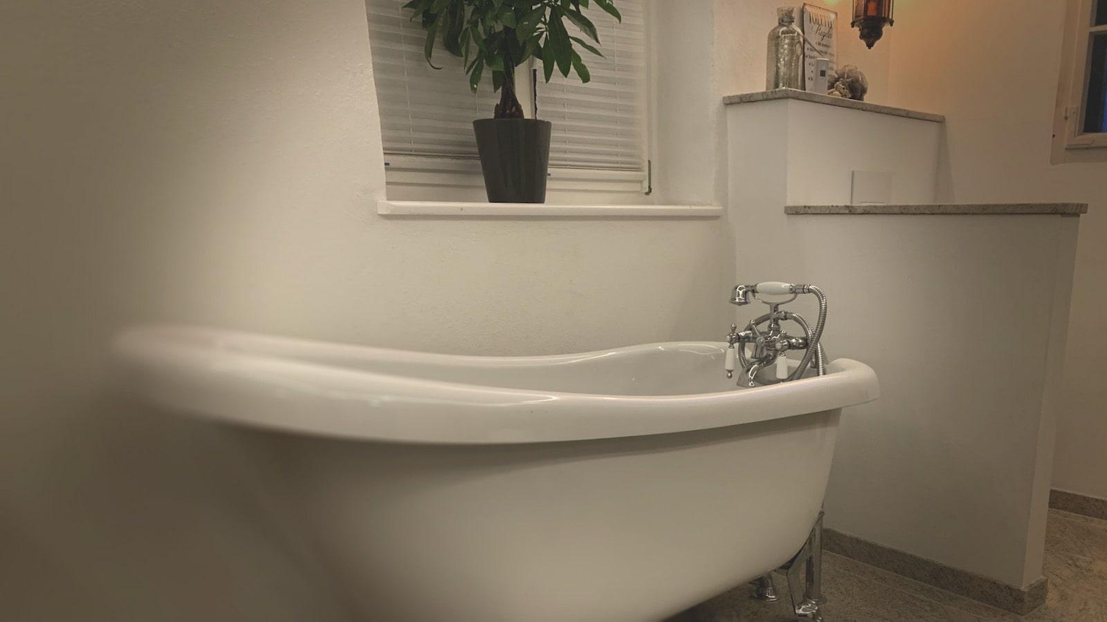 Alte Schmiede Bad - Badewanne